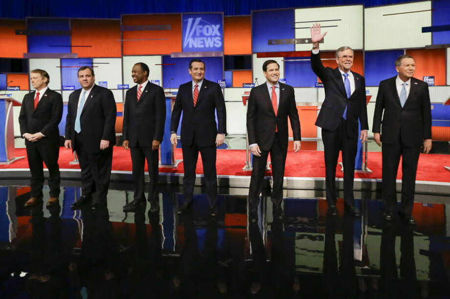 Republican presidential candidates (L-R) Sen. Rand Paul, R-Ky., New Jersey Gov. Chris Christie, retired neurosurgeon Ben Carson, Sen. Ted Cruz, R-Texas, Sen. Marco Rubio, R-Fla., former Florida Gov. Jeb Bush and Ohio Gov. John Kasich stand for a group photo befpre a Republican presidential primary debate, Thursday, Jan. 28, 2016, in Des Moines, Iowa. (AP Photo/Charlie Neibergall)