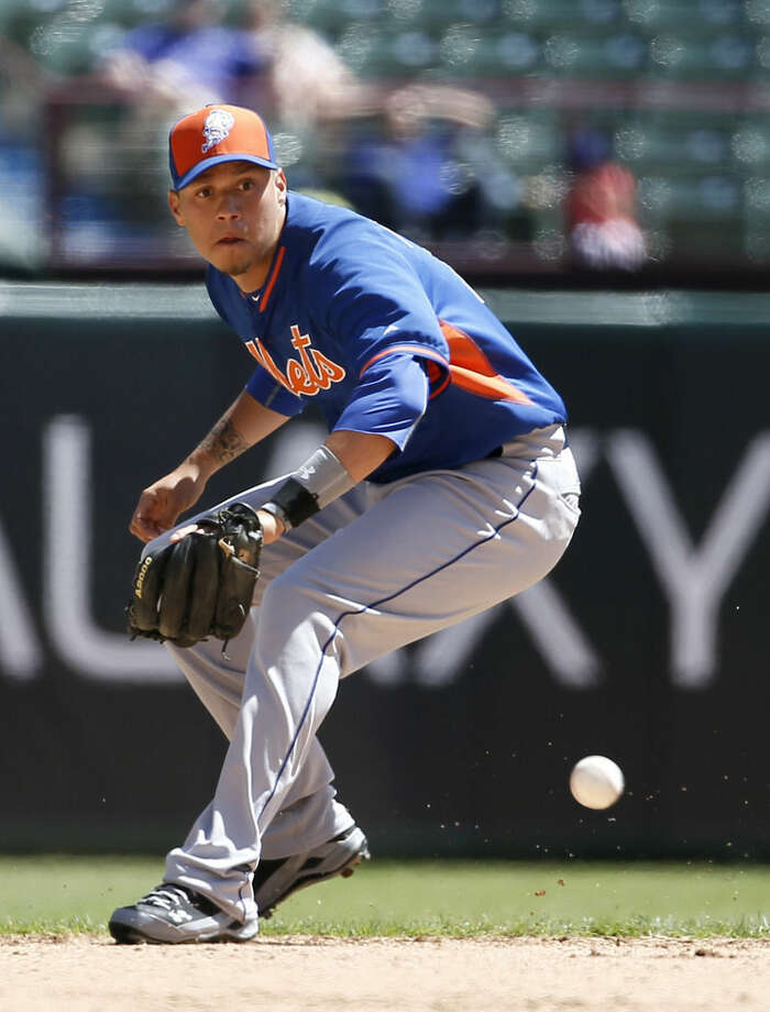 New York Mets shortstop Wilmer Flores (4) prepares to field a fielder's choice by Texas Rangers' Adam Rosales in the fourth inning of an exhibition baseball game, Saturday April 4, 2015, in Arlington, Texas. Rosales was safe at first. (AP Photo/Tony Gutierrez)