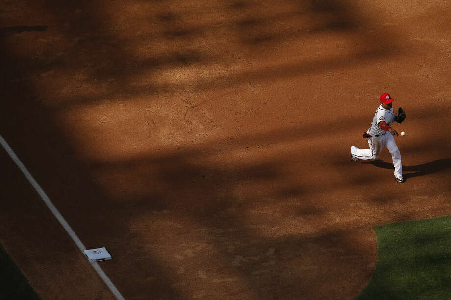 Washington Nationals shortstop Ian Desmond throws to first for an out in the second inning of a baseball game against the New York Mets on opening day at at Nationals Park, Monday, April 6, 2015, in Washington. (AP Photo/Andrew Harnik)