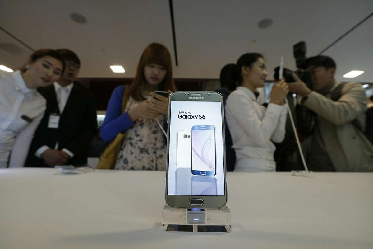 """A Samsung Electronics Co.'s Galaxy S6 smartphone is displayed during its launch event at company's headquarter in Seoul, South Korea, Thursday, April 9, 2015. When Samsung dubbed development of its latest smartphones """"Project Zero,"""" it was sounding a note of desperation as sales tumbled and it lost pole position in the crucial Chinese market to rivals Xiaomi and Apple. (AP Photo/Ahn Young-joon)"""
