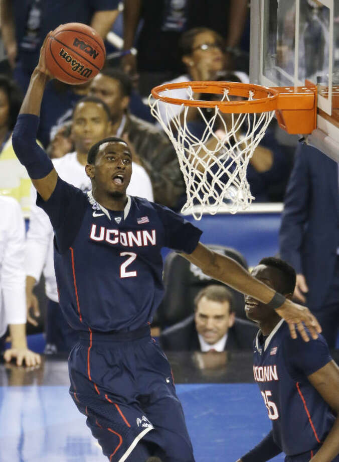 Connecticut forward DeAndre Daniels dunks the ball during the second half of the NCAA Final Four tournament college basketball semifinal game against Florida Saturday, April 5, 2014, in Arlington, Texas. (AP Photo/Tony Gutierrez)