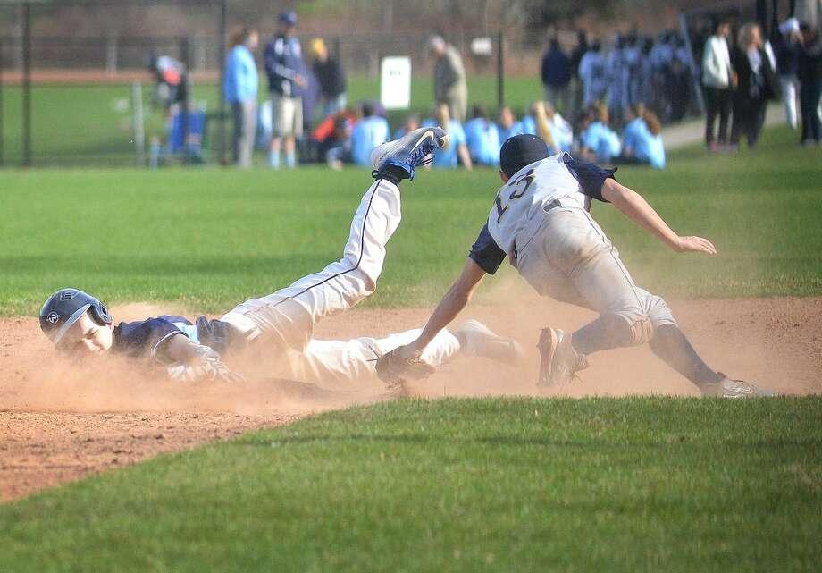 Hour Photo/Alex von Kleydorff Wiltons #5 Nathaniel Johnson safe at second vs Weston
