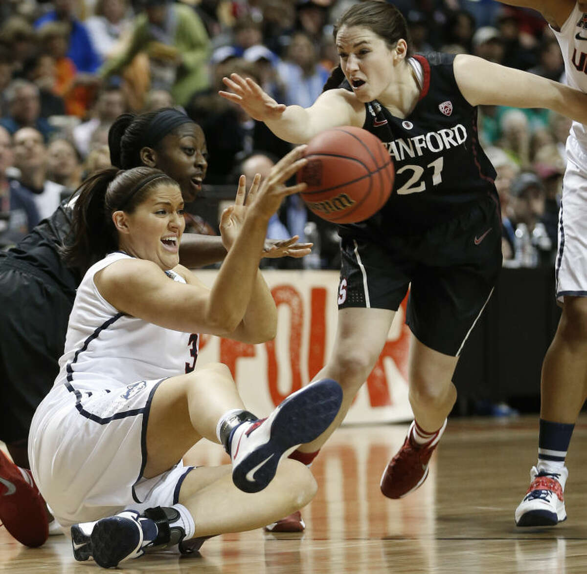Connecticut center Stefanie Dolson (31) passes the ball against Stanford guard Sara James (21) during the first half of the semifinal game in the Final Four of the NCAA women's college basketball tournament, Sunday, April 6, 2014, in Nashville, Tenn. (AP Photo/John Bazemore)