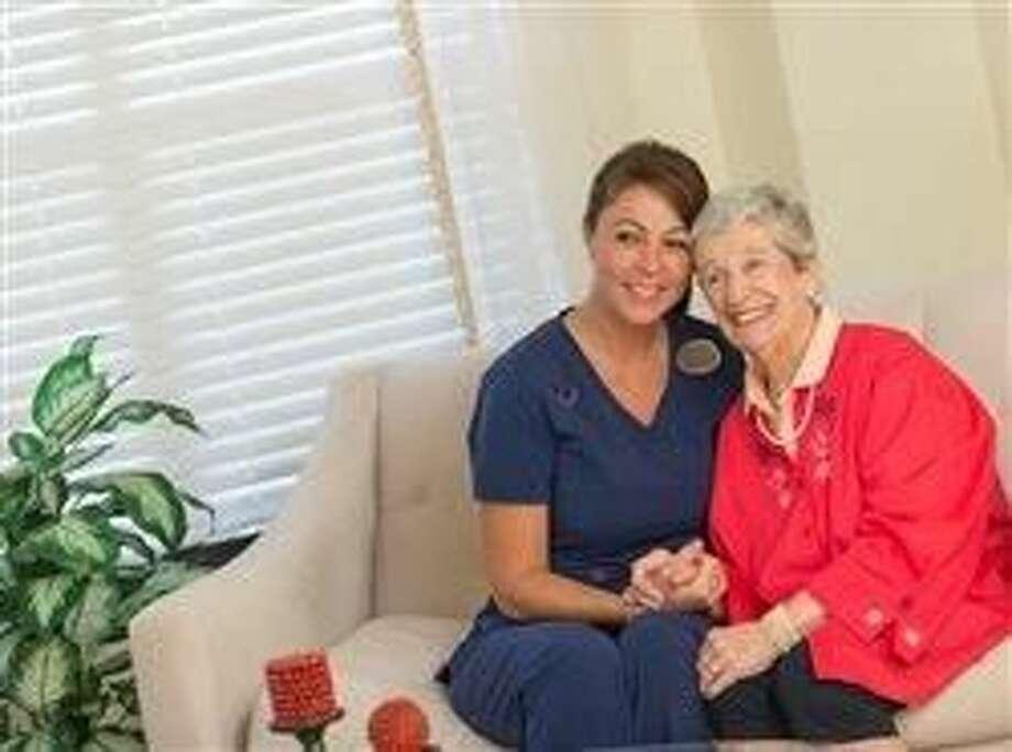 Escasez de profesionales de enfermería  crea oportunidades de empleo en comunidades de ancianos