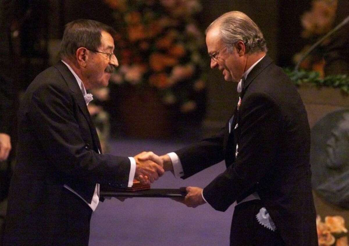 FILE - In this Dec. 10, 1999 file photo German author Guenter Grass, left, receives the Nobel Prize for literature from Swedish King Carl XVI Gustaf, right, at the Concert Hall in Stockholm, Sweden. Nobel laureate Grass has died his publishing house confirmed Monday, April 13, 2015. He was 87. (Tobias Rostlund/Pool via AP, file)