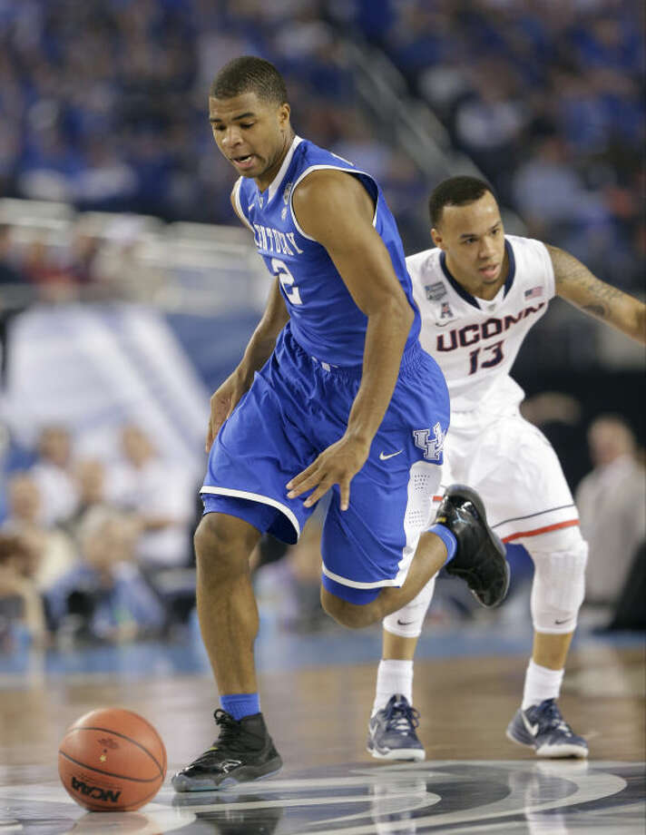 Kentucky guard Aaron Harrison drives up court past Connecticut guard Shabazz Napier, right, during the first half of the NCAA Final Four tournament college basketball championship game Monday, April 7, 2014, in Arlington, Texas. (AP Photo/Eric Gay)