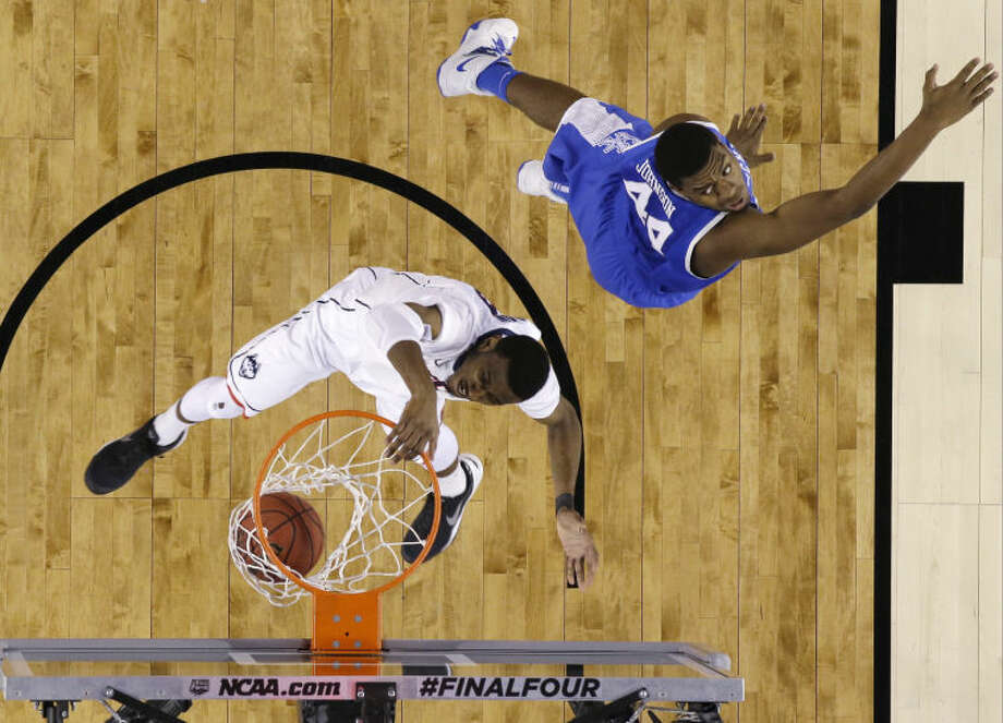 Connecticut forward DeAndre Daniels dunks the ball in front of Kentucky center Dakari Johnson, right, during the first half of the NCAA Final Four tournament college basketball championship game Monday, April 7, 2014, in Arlington, Texas. (AP Photo/David J. Phillip)