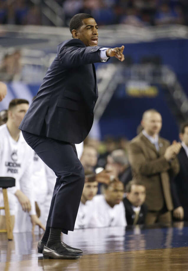 Connecticut head coach Kevin Ollie reacts during the first half of the NCAA Final Four tournament college basketball championship game against Kentucky Monday, April 7, 2014, in Arlington, Texas. (AP Photo/David J. Phillip)