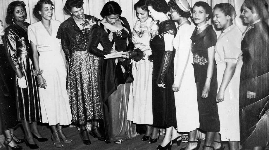 African-American singer Marian Anderson and members of the Delta Sigma Theta sorority, 1958.