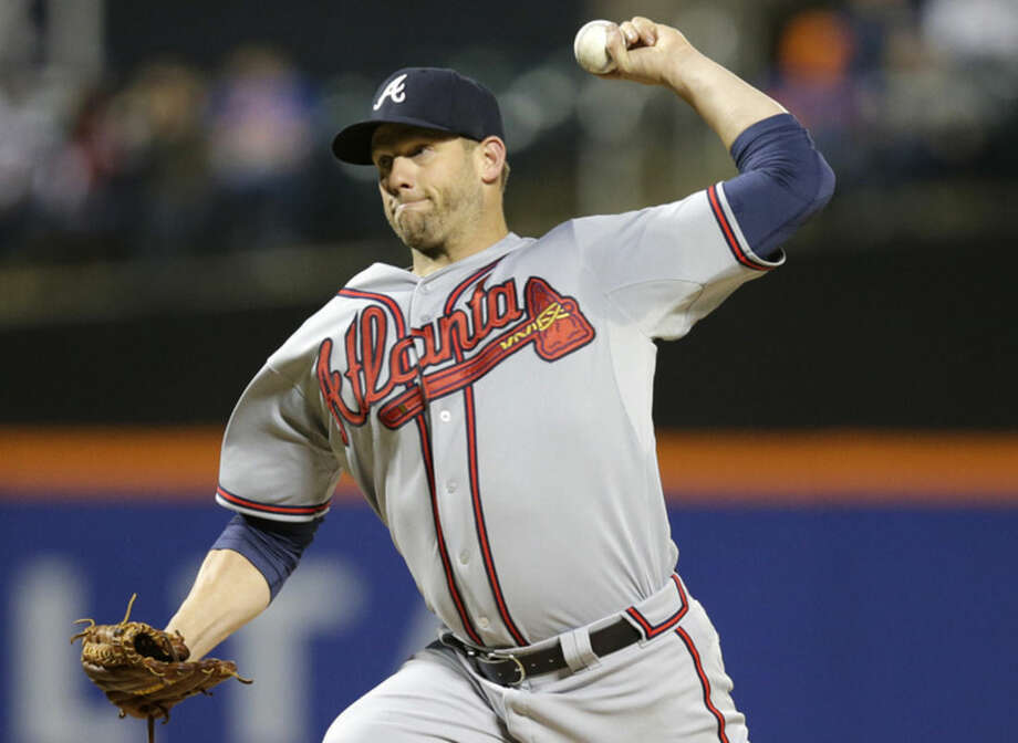 Atlanta Braves starting pitcher Eric Stults delivers in the first inning of a baseball game against the New York Mets in New York, Wednesday, April 22, 2015. (AP Photo/Kathy Willens)