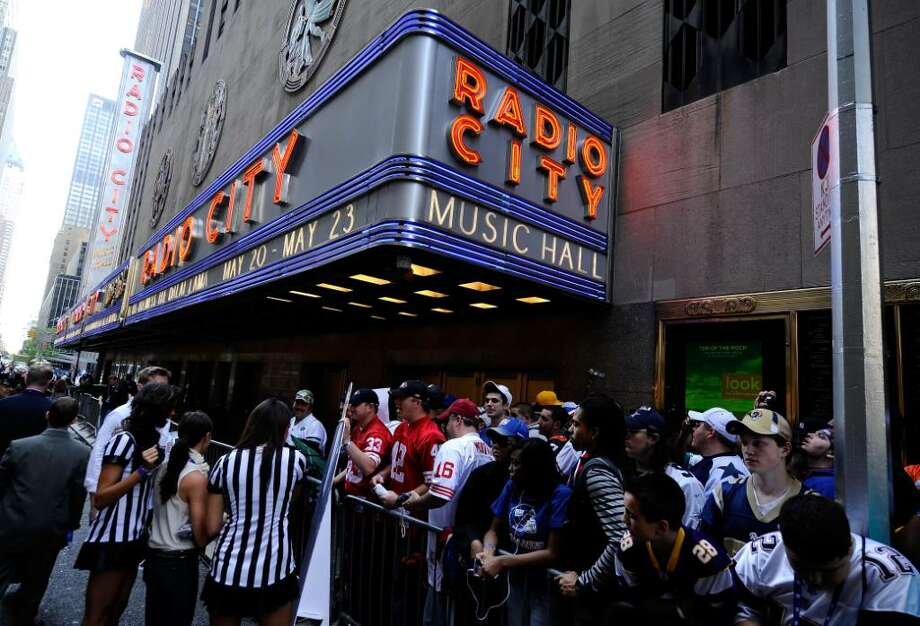 NEW YORK - APRIL 22:  Fans line up outside Radio City Music Hall prior to the 2010 NFL Draft at Radio City Music Hall on April 25, 2009 in New York City.  (Photo by Jeff Zelevansky/Getty Images) Photo: Jeff Zelevansky, Getty Images / 2010 Getty Images