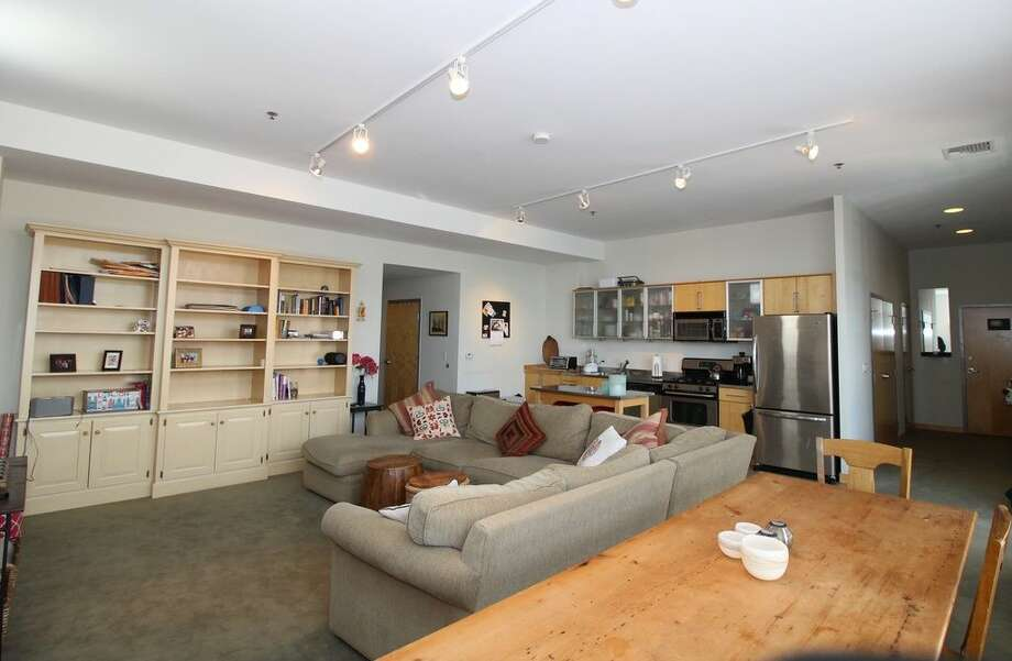 10 Ann St APT 406, Norwalk, CT 06854 0.4 miles to South Norwalk Metro-North station Features: Stainless steel appliances, in the heart of SoNo