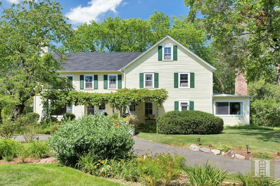 10 S End Ct, Old Greenwich, CT 06870 1.1 miles to Old Greenwich Metro-North station Fore sale: $2,650,000 Features: 1820's farmhouse with views of the marshes filled with wildlife