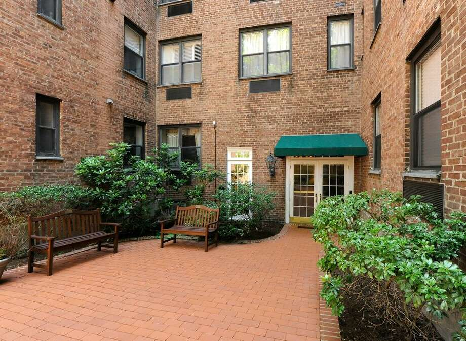 25 W Elm St APT 45, Greenwich, CT 06830 0.5 miles to Greenwich Metro-North station For rent: $3,450/mo Features: Doorman building, fireplace, balcony