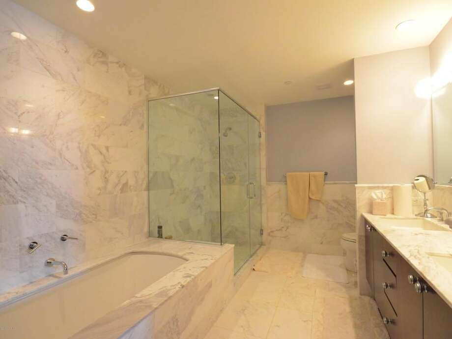 1 Broad St UNIT 27E, Stamford, CT 06901 0.6 miles to downtown Stamford Metro-North station For rent: $5,400/mo Features: 2 bedroom, 2.5 bath penthouse