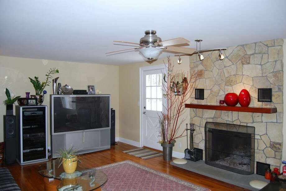 89 Round Hill Rd, Fairfield, CT 06824 0.4 miles from Fairfield Metro-North station For sale: $749,000 Features: 4 bedrooms, chef's kitchen, fruit trees