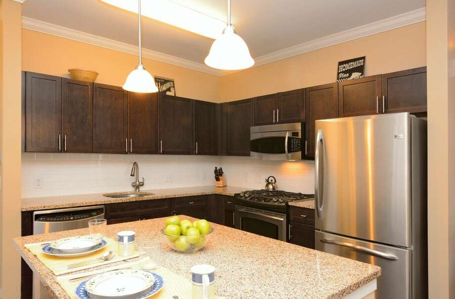 850 E Main St APT 208, Stamford, CT 06902 1.1 miles to downtown Stamford Metro-North station For sale: $399,000 Features: 2 bedrooms, shuttle to the train