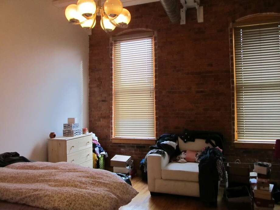 325 Lafayette St UNIT 5202, Bridgeport, CT 06604 0.8 miles from Bridgeport Metro-North station For rent: $1,450/mo Features: 2 bedrooms, exposed brick, gates community