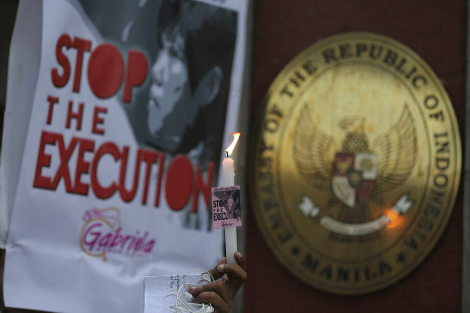 Filipino protesters holds a candle as they call on the Indonesian government to spare the life of convicted Filipino drug trafficker Mary Jane Veloso during a rally outside the Indonesian Embassy in the financial district of Makati, south of Manila, Philippines on Sunday, April 26, 2015. Indonesia notified nine foreigners and an Indonesian convicted of drug trafficking that their executions will be carried out within days, ignoring appeals by the U.N. chief and foreign leaders to spare them. (AP Photo/Aaron Favila)