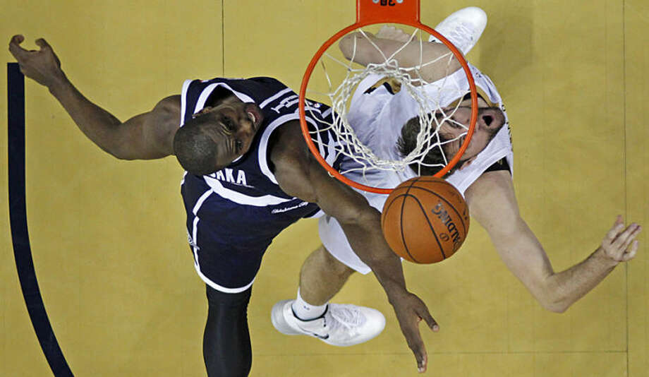 New Orleans Pelicans center Jeff Withey, right, goes to the basket against Oklahoma City Thunder forward Serge Ibaka in the first half of an NBA basketball game in New Orleans, Monday, April 14, 2014. (AP Photo/Gerald Herbert)