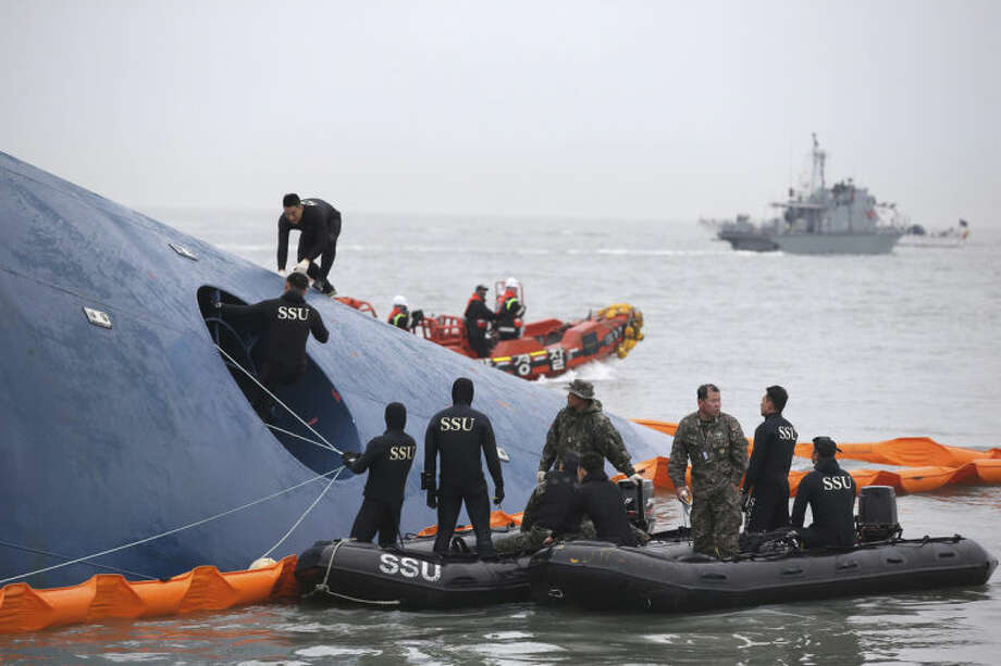 South Korean rescue team members search for passengers aboard a ferry sinking off South Korea's southern coast, in the water off the southern coast near Jindo, south of Seoul, South Korea, Thursday, April 17, 2014. Fears rose Thursday for the fate of more than 280 passengers still missing more than 24 hours after their ferry flipped onto its side and filled with water off the southern coast of South Korea. (AP Photo/Yonhap) KOREA OUT
