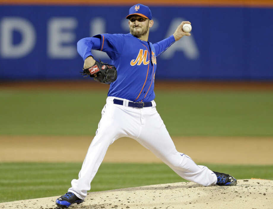 New York Mets' Jonathon Niese delivers a pitch during the second inning of a baseball game against the Atlanta Braves, Friday, April 18, 2014, in New York. (AP Photo/Frank Franklin II)