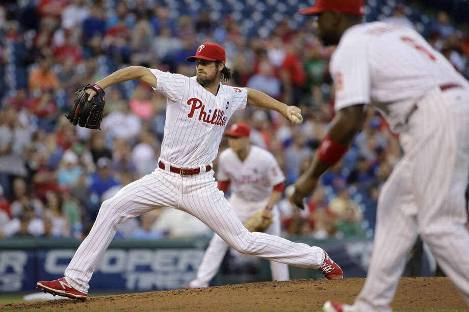 Philadelphia Phillies' Cole Hamels, left, pitches during the third inning of a baseball game against the New York Mets, Friday, May 8, 2015, in Philadelphia. (AP Photo/Matt Slocum)