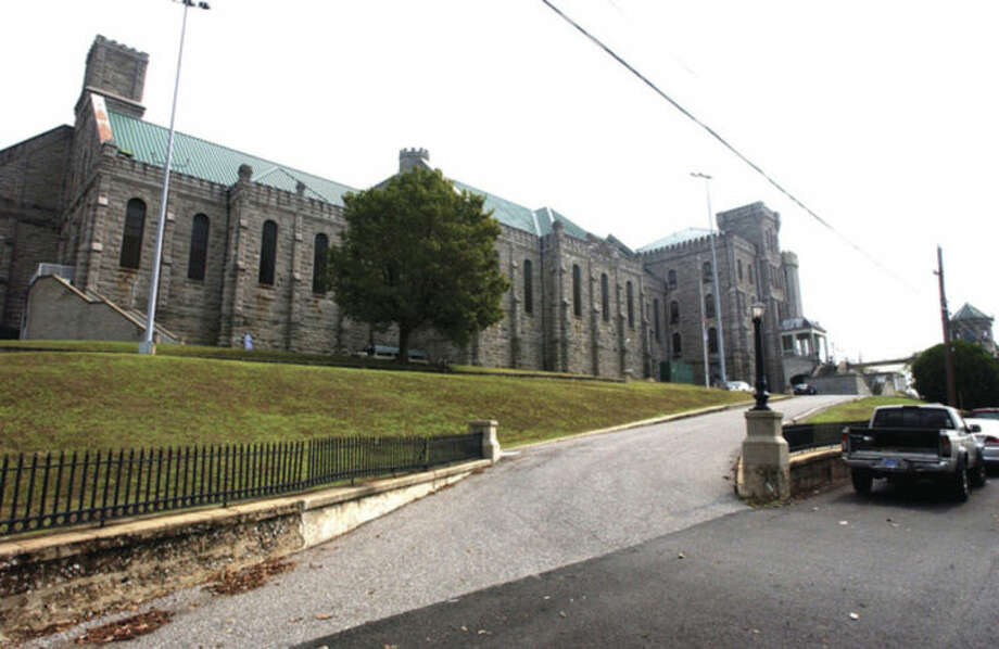 AP photo / Daniel R. PatmoreThis Sept. 10, 2007, photo shows the Kentucky State Penitentiary in Eddyville, Ky. One doctor has been fired and another is in the midst of being dismissed from the penitentiary after an inmate, James Kenneth Embry, went on a hunger strike and died Jan. 13.