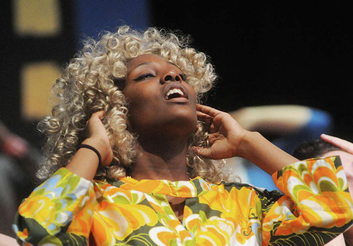"""Pheonecia Wiiggins as Motor Mouth Maybelle Tuesday night in a dress rehearsal for """"Hairspray"""" at Norwalk High School. Hour photo/Matthew Vinci"""