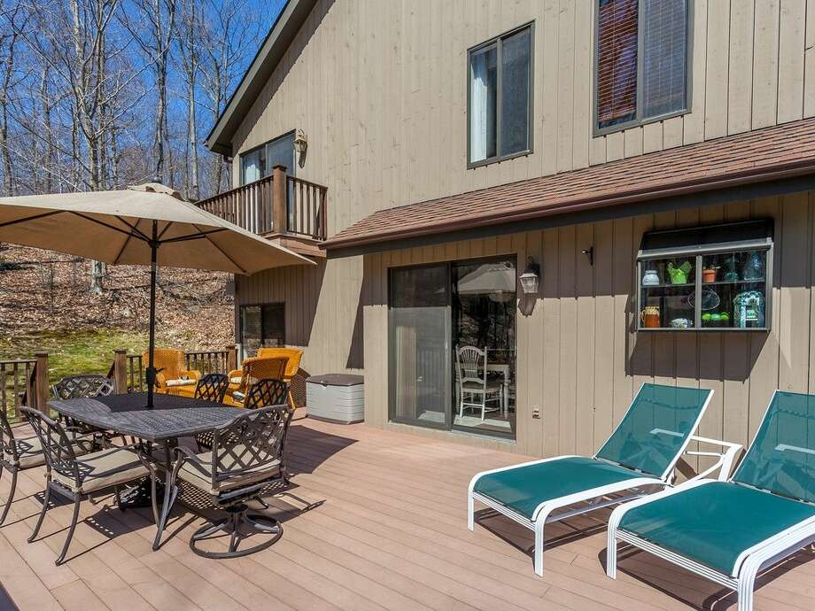 4 Alpine Rd, New Fairfield, CT 06812.4 beds 4 baths 3,420 sqft. Trending features: Subway tile, Stone wall. Other features: heated bathroom floor, loft, wet bar, vaulted ceilings.View full listing on Zillow:http://bit.ly/1NiF5UN