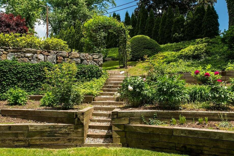 13 Meadow Wood Dr, Greenwich, CT 06830. 5 beds 3.5 baths 3,465 sqft. Trending feature: Stone wall. Other features: Built-in bar, new roof, walking distance to Belle Haven Waterfront Club.View full listing on Zillow:http://bit.ly/1X5eKvy