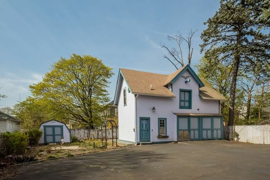 210 Elmwood Ave, Bridgeport, CT 06605.5 beds 4 baths 3,758 sqft. Trending feature: Barn door. Other features: Located in the Stratfield Historic District, three levels, two driveways.View full listing on Zillow:http://bit.ly/1W4btOb