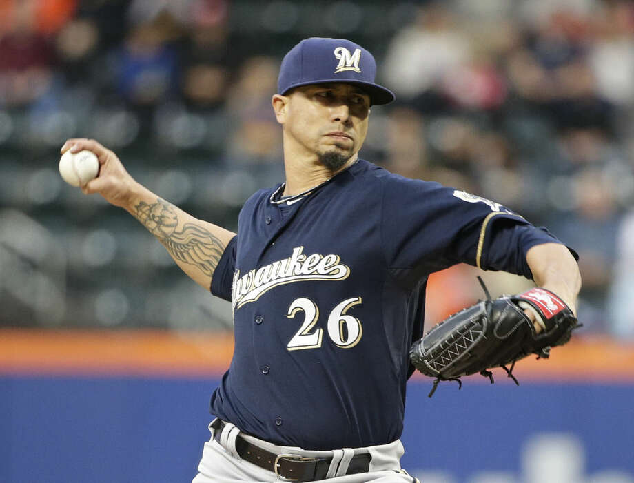 Milwaukee Brewers' Kyle Lohse delivers a pitch during the first inning of a baseball game against the New York Mets on Friday, May 15, 2015, in New York. (AP Photo/Frank Franklin II)