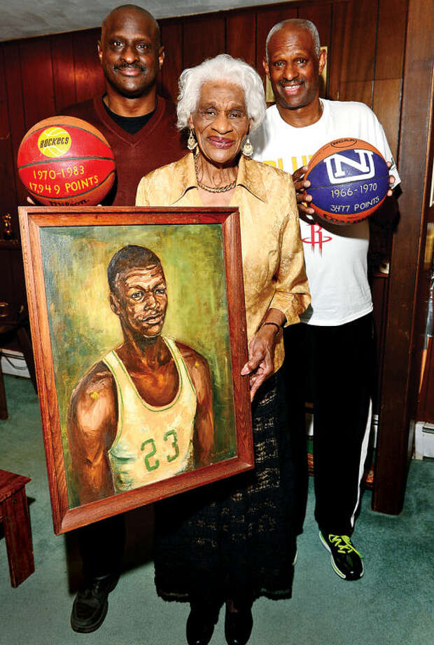 Hour photo / Erik Trautmann Calvin Murphy's Mom Ina Miller with her two other sons, Sammy and Bobby.