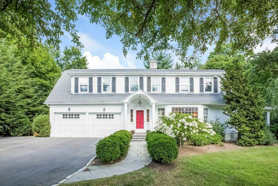 Darien -Median home value: $1,408,600;Median price of sold homes in 2015: $1,425,000 (Source: CMLS);Darien home values have gone up 1.2% over the past year and Zillow predicts they will rise 0.4% within the next year.