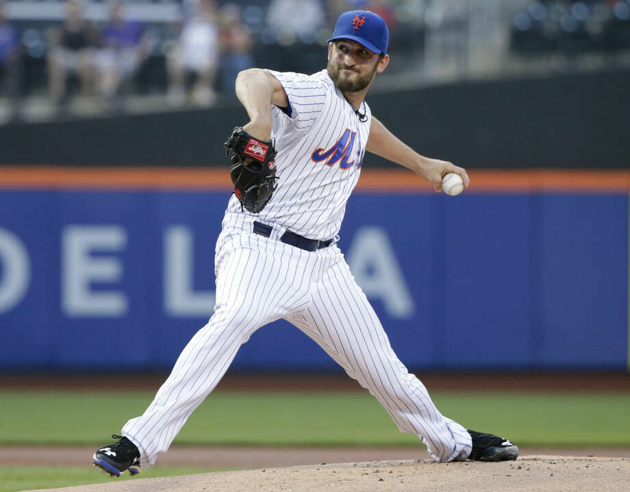New York Mets' Jonathon Niese winds up during the first inning of a baseball game against the St. Louis Cardinals on Tuesday, May 19, 2015, in New York. (AP Photo/Frank Franklin II)