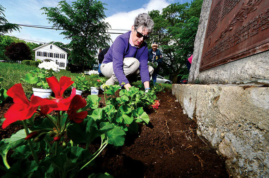 Hour photo / Erik Trautmann Norwalk Garden Club member Diane Russell participates in the annual planting of flowers on The Norwalk Green Wednesday in partnership with the First District Water Department.