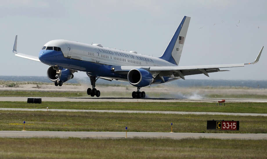 Air Force One, with President Barack Obama aboard, arrives at Groton-New London Airport, Wednesday, May 20, 2015, in Groton, Conn. (AP Photo/Jessica Hill)