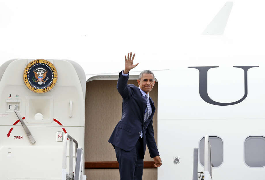 President Barack Obama waves as he departs Westchester County Airport in Harrison, N.Y., Wednesday, May 20, 2015, following a trip to New York and Connecticut where he delivering the commencement speech at the U.S. Coast Guard Academy in New London, CT. (AP Photo/Kathy Willens)