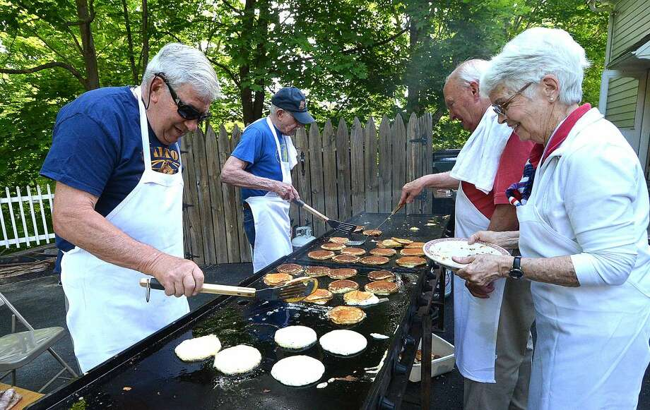 Hour Photo/Alex von Kleydorff Memorial Day in Wilton