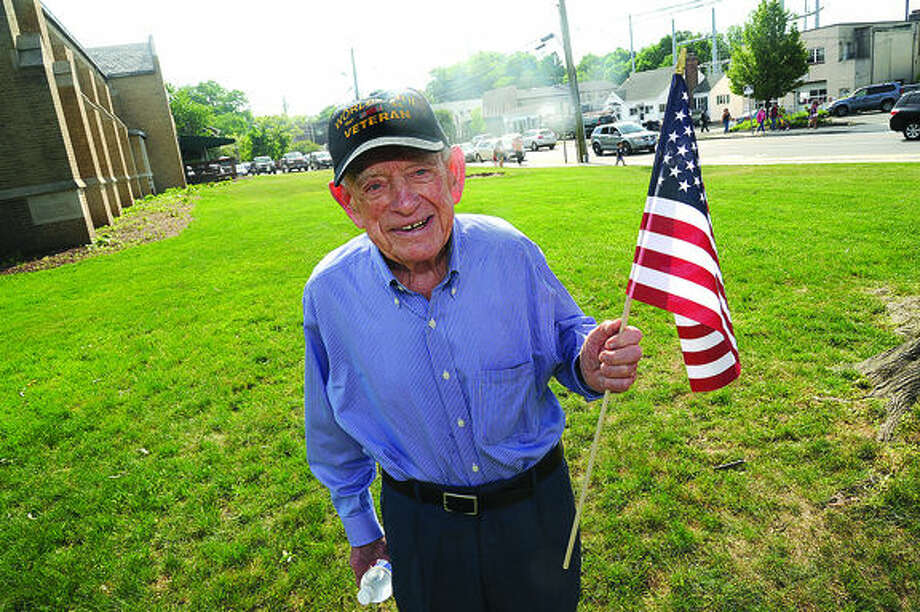 WW II Air Force veteran Charles McMullen enjoys the 2015 Memorial Day Parade in Norwalk. Hour photo/Matthew Vinci