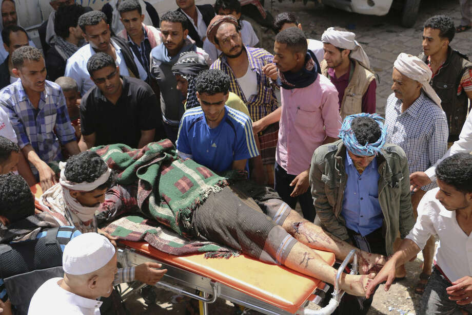 People carry the body of a man who was killed during clashes between tribal fighters loyal to the exiled President Abed Rabbo Mansour Hadi and Shiite rebels known as Houthis in the western city of Taiz, Yemen, Sunday, May 24, 2015. Security officials said fighting is raging on in Yemen, with airstrikes by the Saudi-led coalition hitting Shiite rebel targets in multiple cities, including the capital, Sanaa, while street battles in Taiz have killed several civilians. (AP Photo/Abdulnasser Alseddik)