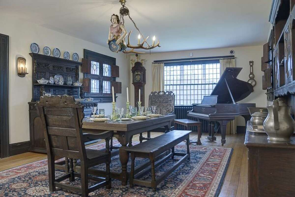 Weir House, view of the dining room with Bavarian Chandelier.