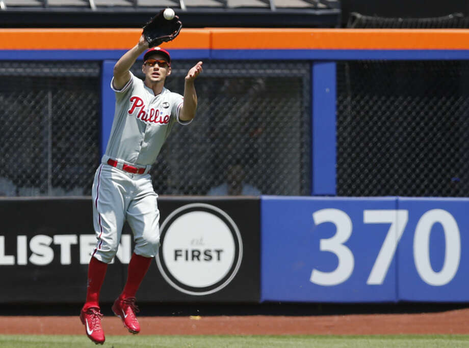 Philadelphia Phillies right fielder Grady Sizemore (24) leaps to catch a Juan Lagares first-inning flyout in a baseball game against the New York Mets in New York, Wednesday, May 27, 2015. (AP Photo/Kathy Willens)