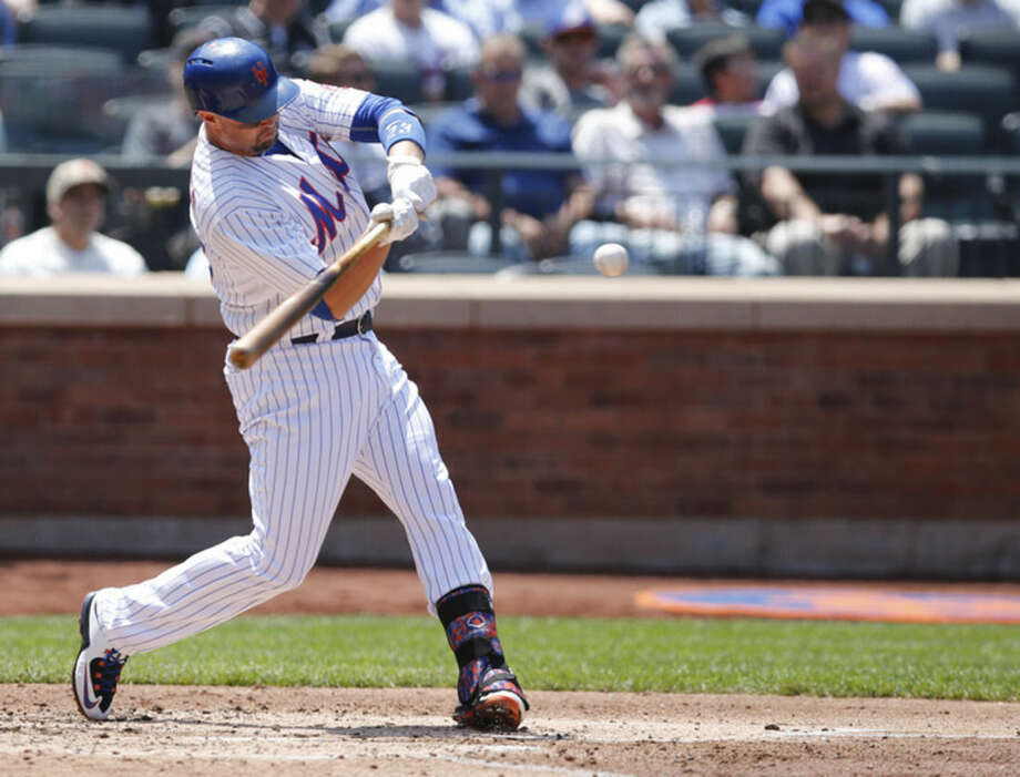 New York Mets' Michael Cuddyer hits a third-inning, two-run home run in a baseball game against the Philadelphia Phillies in New York, Wednesday, May 27, 2015. (AP Photo/Kathy Willens)