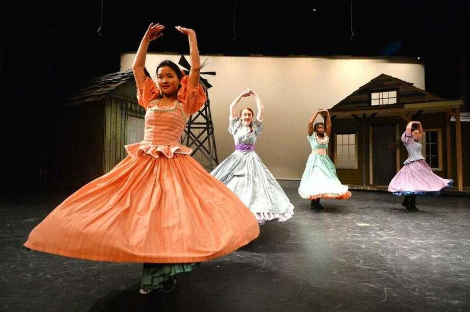 """Hour Photo/Alex von Kleydorff """"Many a New Day"""" (l-r Ingrid Wang, Erin Cobb, Monei Walker, Grace Kelleher) dance break."""