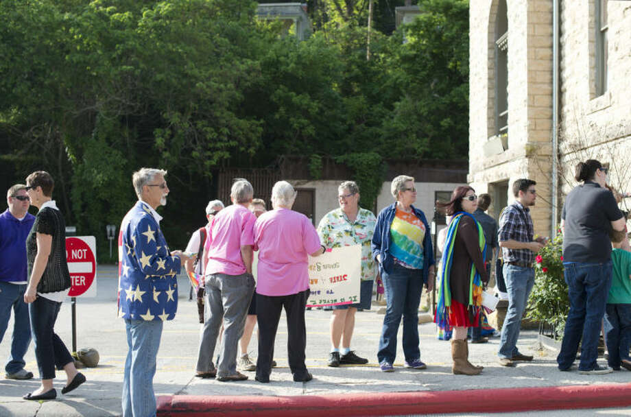 A line forms at the Carroll County Courthouse of same-sex couples waiting to apply for a marriage license Saturday, May 10, 2014, in Eureka Springs, Ark. A judge overturned amendment 83 Friday, which banned same-sex marriage in the state of Arkansas. (AP Photo/Sarah Bentham)