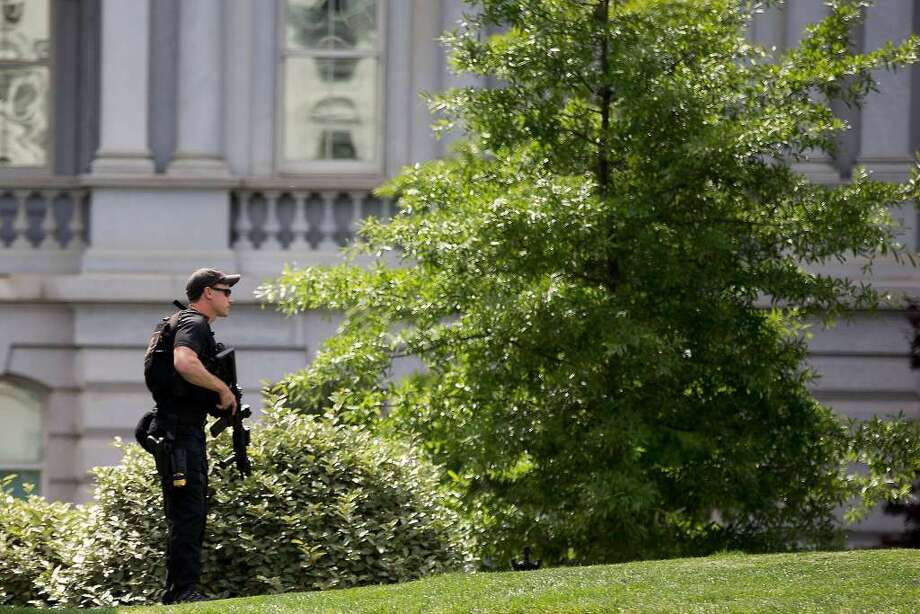 A Secret Service agent stands on the North Lawn of the White House in Washington, Friday, May 20, 2016, after the White House was placed on security alert after shooting on street outside. (AP Photo/Andrew Harnik)