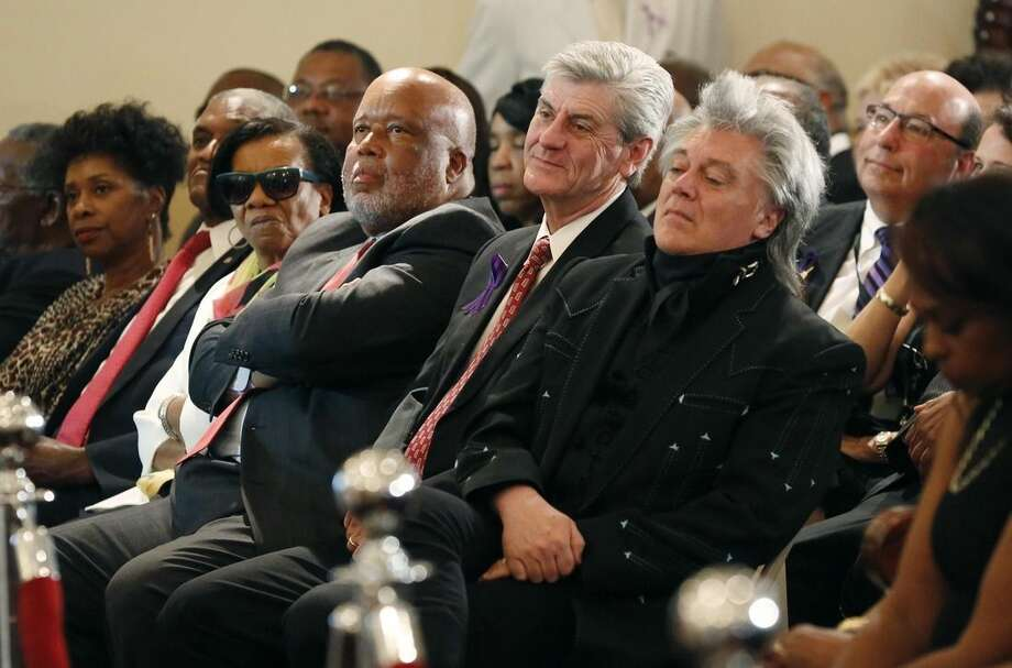 Country music star Marty Stuart, right, Mississippi Gov. Phil Bryant, center, U.S. Rep. Bennie Thompson, D-Miss., second from right, attend the funeral for blues legend B.B. King in Indianola, Miss., Saturday, May 30, 2015. (AP Photo/Rogelio V. Solis, Pool)