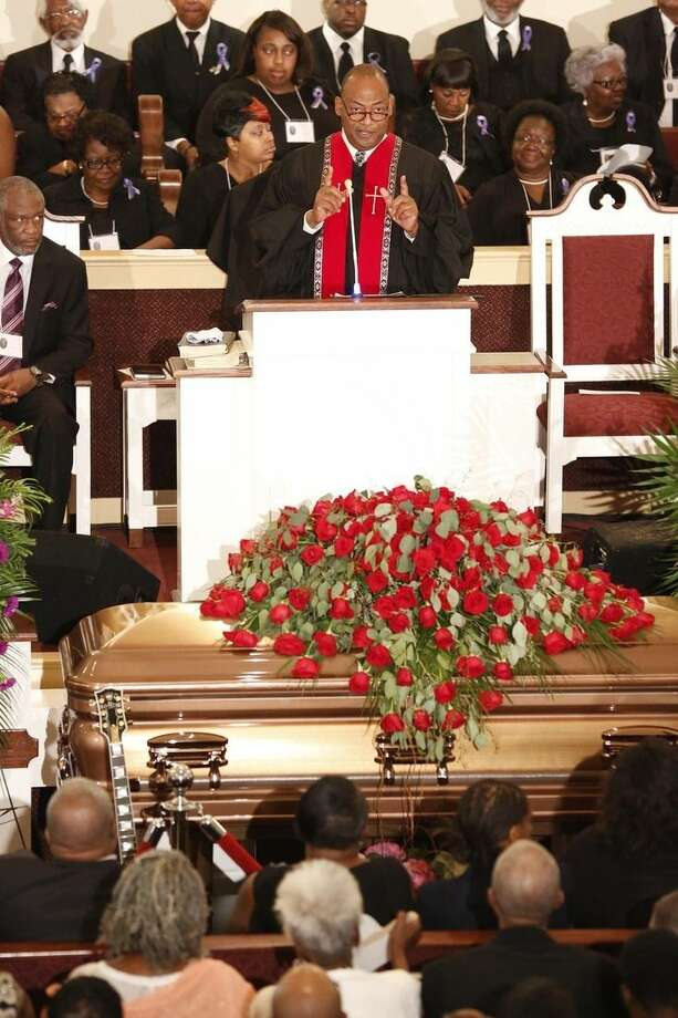 Rev. Herron Wilson delivers the eulogy during the funeral for blues legend B.B. King at Bell Grove Missionary Baptist Church in Indianola, Miss., Saturday, May 30, 2015. (AP Photo/Rogelio V. Solis, Pool)